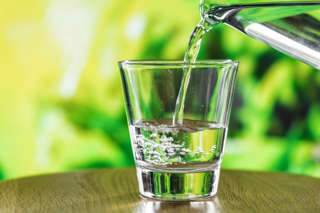 Fasten - Glas mit Wasser